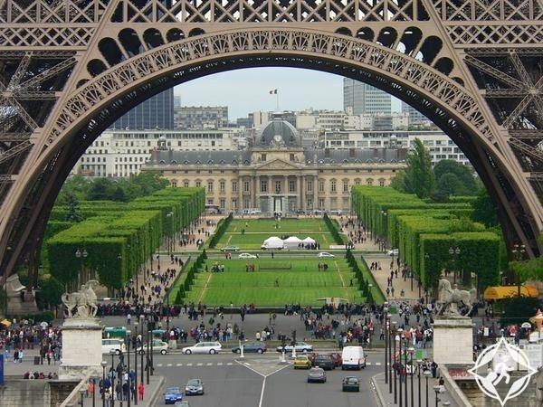 ساحة-شامب-دو-مارس-باريس